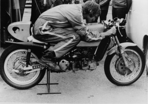 Kim and the Konig in the paddock at the Swedish Grand Prix. Note the Norton gearbox casing and the belt drive to the water pump and rotary disc valve.