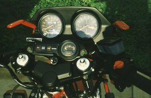 Air caps on the fork top and the engine oil temperature gauge with warning lights.