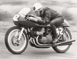 Five times World Champion Geoff Duke on the Gilera.