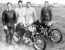 Alan Wallis, the Tilbrook mechanics and Rex Tilbrook with 125cc racers.