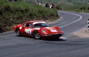 The Ferrari 246GT of Angliss and Mcmahon tackle the Paris Creek hairpin.
