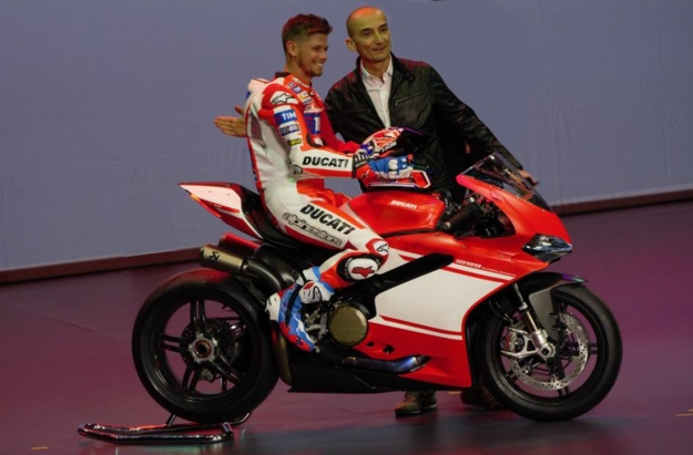 Casey Stoner and Claudio Domenicali introduce the 2017 Ducati 1299 Superleggra.