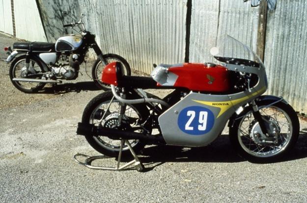 xe-honda-cb72-racer